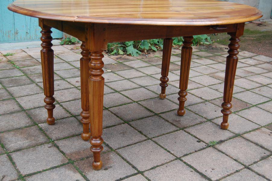 Table louis philippe six pieds en noyer du 19e si cle for Table 6 pieds louis philippe