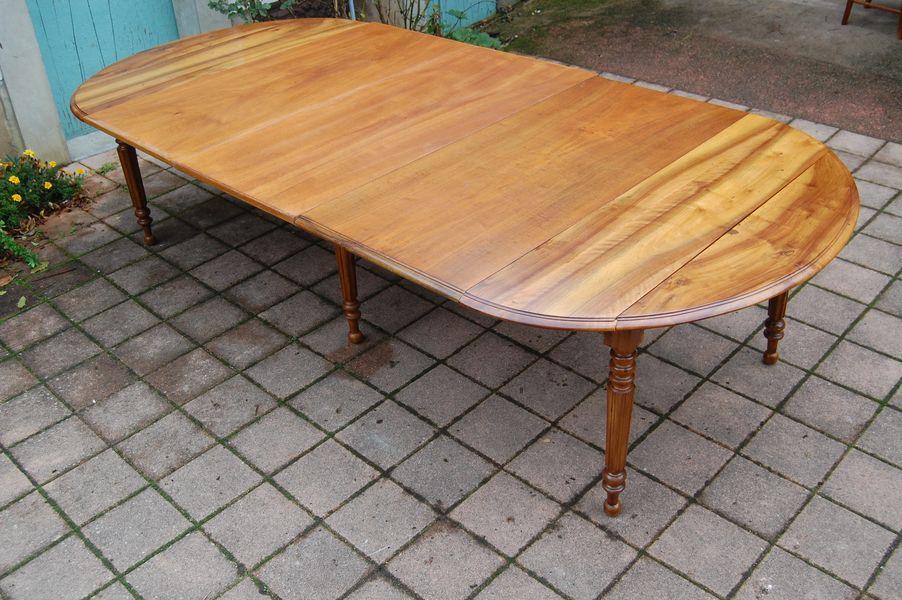 table louis philippe six pieds en noyer du 19e si cle. Black Bedroom Furniture Sets. Home Design Ideas